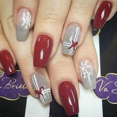 Astonishing Christmas Nail Design Ideas For Pretty Women40
