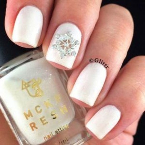 Astonishing Christmas Nail Design Ideas For Pretty Women45