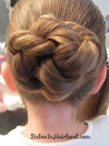 Casual Christmas Updos Ideas32