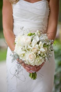 Casual Winter White Bouquet Ideas05
