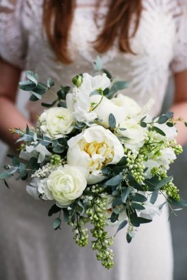 Casual Winter White Bouquet Ideas08
