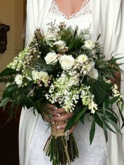 Casual Winter White Bouquet Ideas19