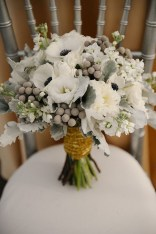Casual Winter White Bouquet Ideas22