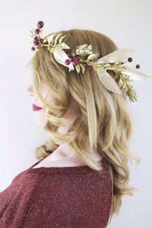 Charming Diy Winter Crown Holiday Party Ideas24