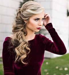 Cute Christmas Braided Hairstyles Ideas30