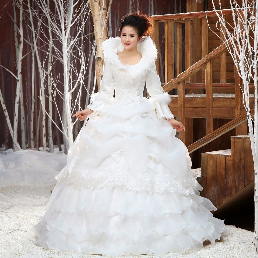 Fabulous Winter Wonderland Wedding Dresses Ideas21