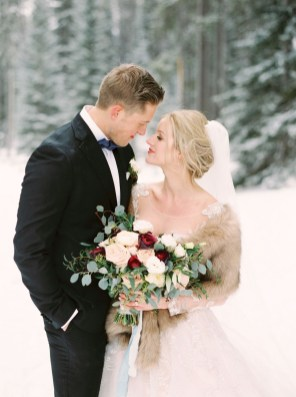 Fabulous Winter Wonderland Wedding Dresses Ideas35