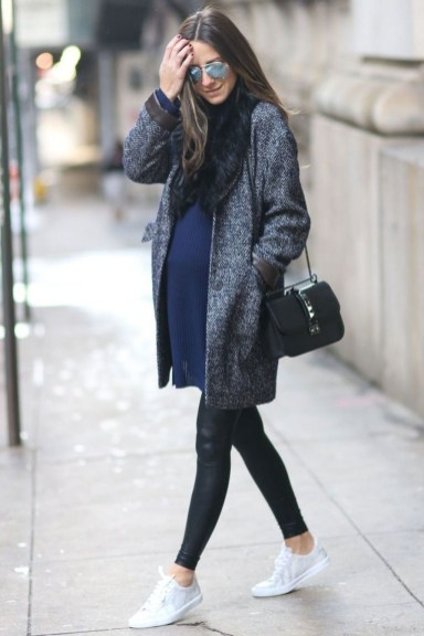 Lovely Maternity Winter Outfits Ideas44
