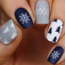 Modern Christmas Nails Ideas08