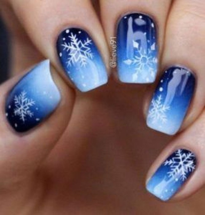 Modern Christmas Nails Ideas26