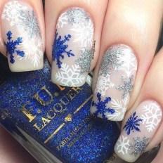 Modern Christmas Nails Ideas33