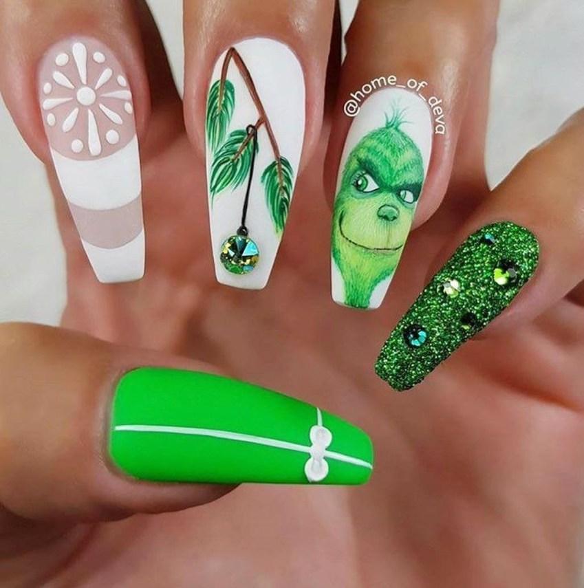 Modern Christmas Nails Ideas41