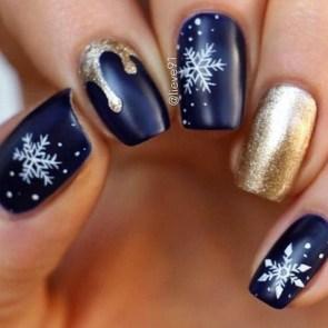 Modern Christmas Nails Ideas47