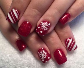 Modern Christmas Nails Ideas48