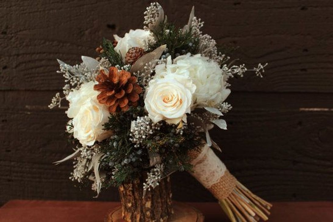 Modern Rustic Winter Wedding Flowers Ideas07