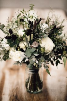 Modern Rustic Winter Wedding Flowers Ideas11