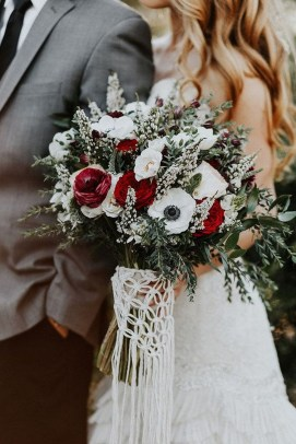Modern Rustic Winter Wedding Flowers Ideas15