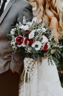 Modern Rustic Winter Wedding Flowers Ideas15