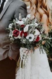 Modern Rustic Winter Wedding Flowers Ideas19