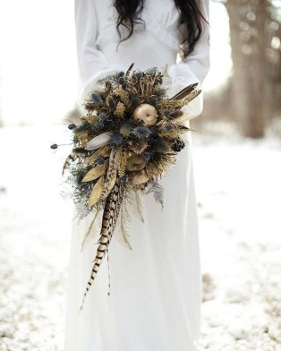 Modern Rustic Winter Wedding Flowers Ideas24