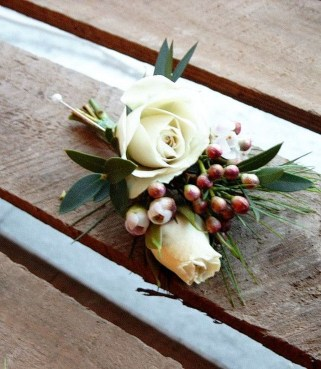 Modern Rustic Winter Wedding Flowers Ideas35