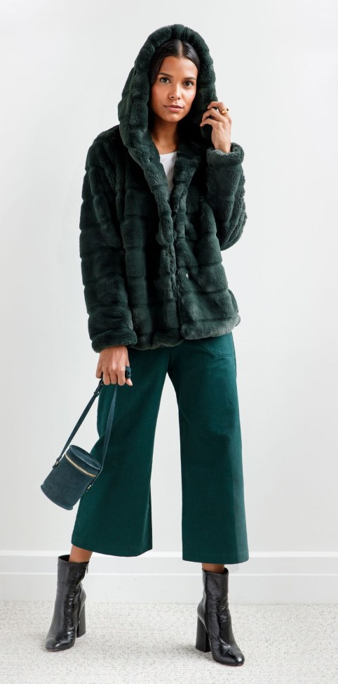 Stylish Emerald Coats Ideas For Winter38