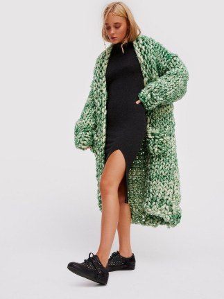 Stylish Emerald Coats Ideas For Winter40