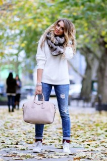 Adorable Winter Outfits Ideas With Jeans05