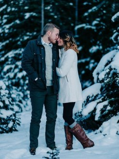 Best Winter Engagement Photo Ideas12