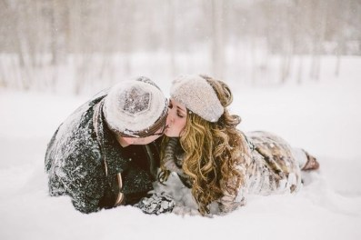 Best Winter Engagement Photo Ideas14