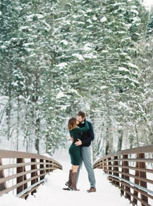 Best Winter Engagement Photo Ideas20