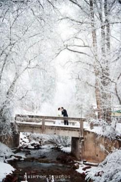 Best Winter Engagement Photo Ideas38