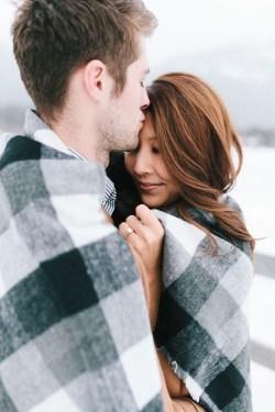Best Winter Engagement Photo Ideas40