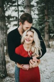 Best Winter Engagement Photo Ideas44