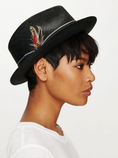 Fascinating Winter Hats Ideas For Women With Short Hair25