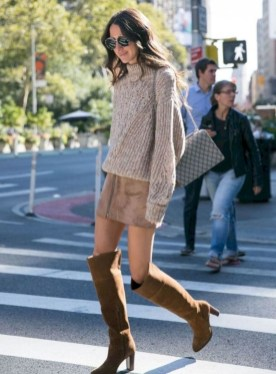 Stunning Winter Outfits Ideas With Skirts36