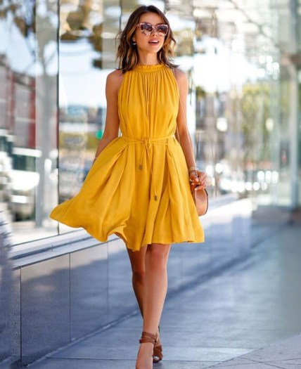 Cute Yellow Outfit Ideas For Spring37