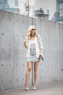 Elegant Denim Skirts Outfits Ideas For Spring04