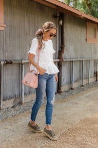 Lovely Spring Outfits Ideas With White Top33
