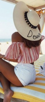 Stylish Fashion Beach Outfit Ideas23
