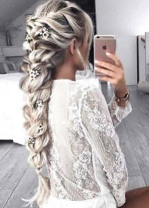 Beautiful Long Hairstyle Ideas For Women12