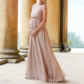 Gorgeous Maternity Wedding Outfits Ideas For Spring17