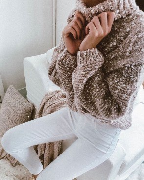 Impressive Sweater Outfits Ideas For Spring38