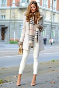 Best Ideas To Wear A Scarf Stylishly This Spring03