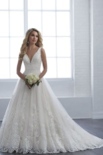 Pretty V Neck Tulle Wedding Dress Ideas For 201910
