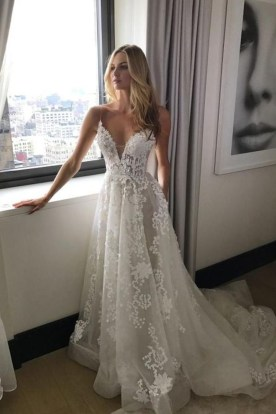 Pretty V Neck Tulle Wedding Dress Ideas For 201935
