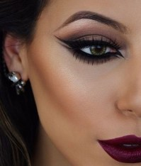 Stunning Eyeliner Makeup Ideas For Women35