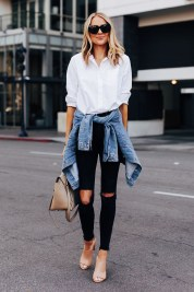 Creative Summer Style Ideas With Ripped Jeans14