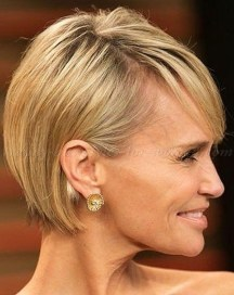 Cute Short Hairstyles Ideas For Women Over 5004