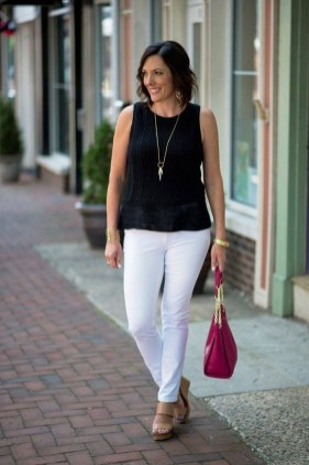 Elegant Summer Outfits Ideas For Women Over 40 Years Old25